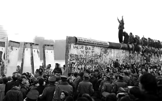 an analysis of rising and falling of the berlin wall The berlin wall has been down for 25 years this was the ultimate symbol of freedom-loving people against the communist regime.